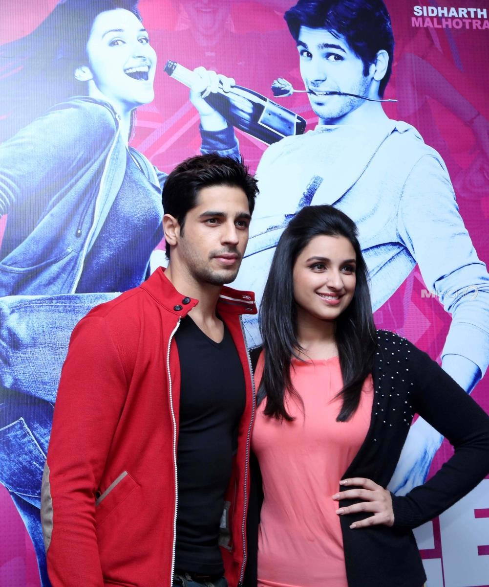 hasee-toh-phasee-movie-promotion-photos-15