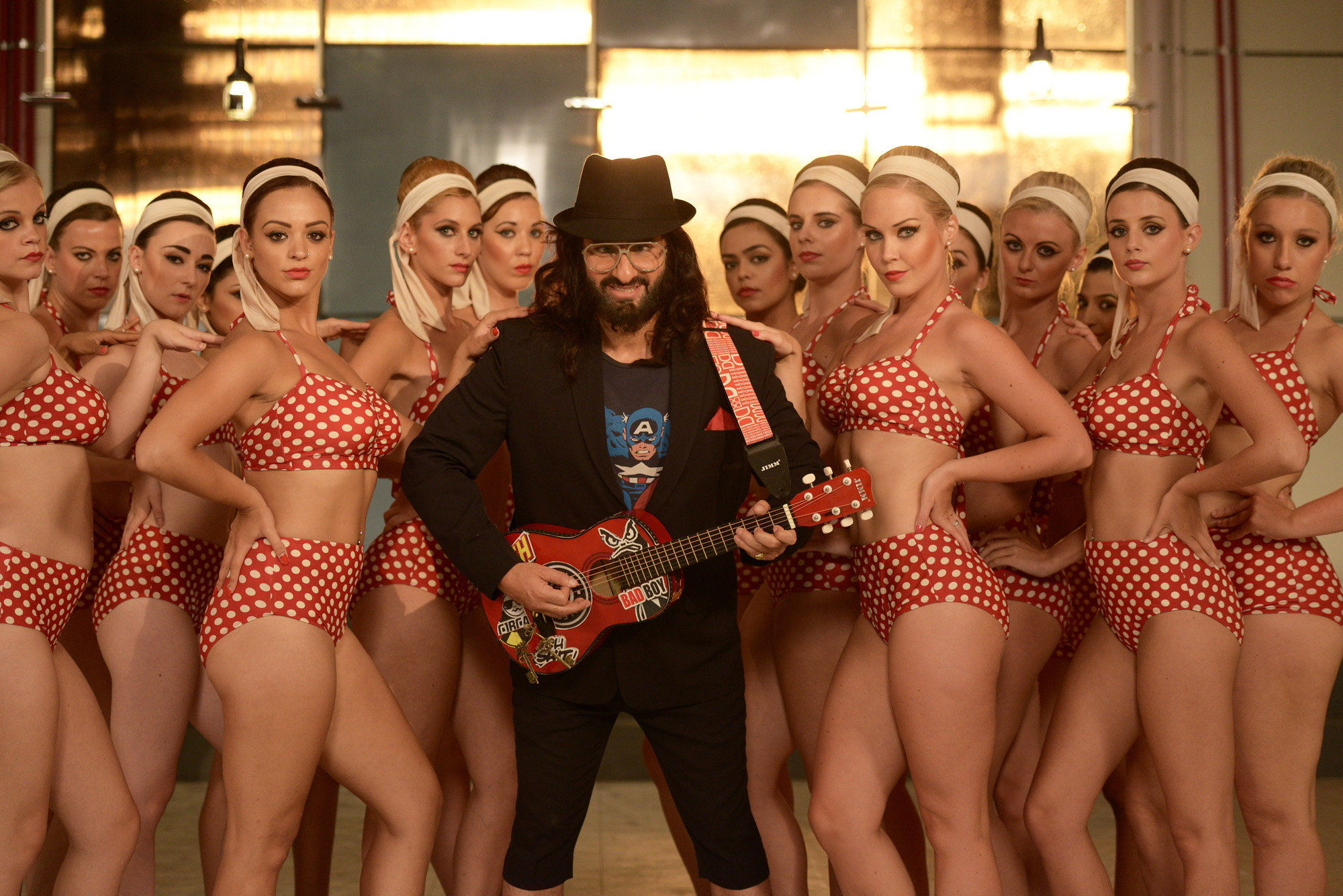 Saif Ali Khan does a cameo in Happy Ending look (1)
