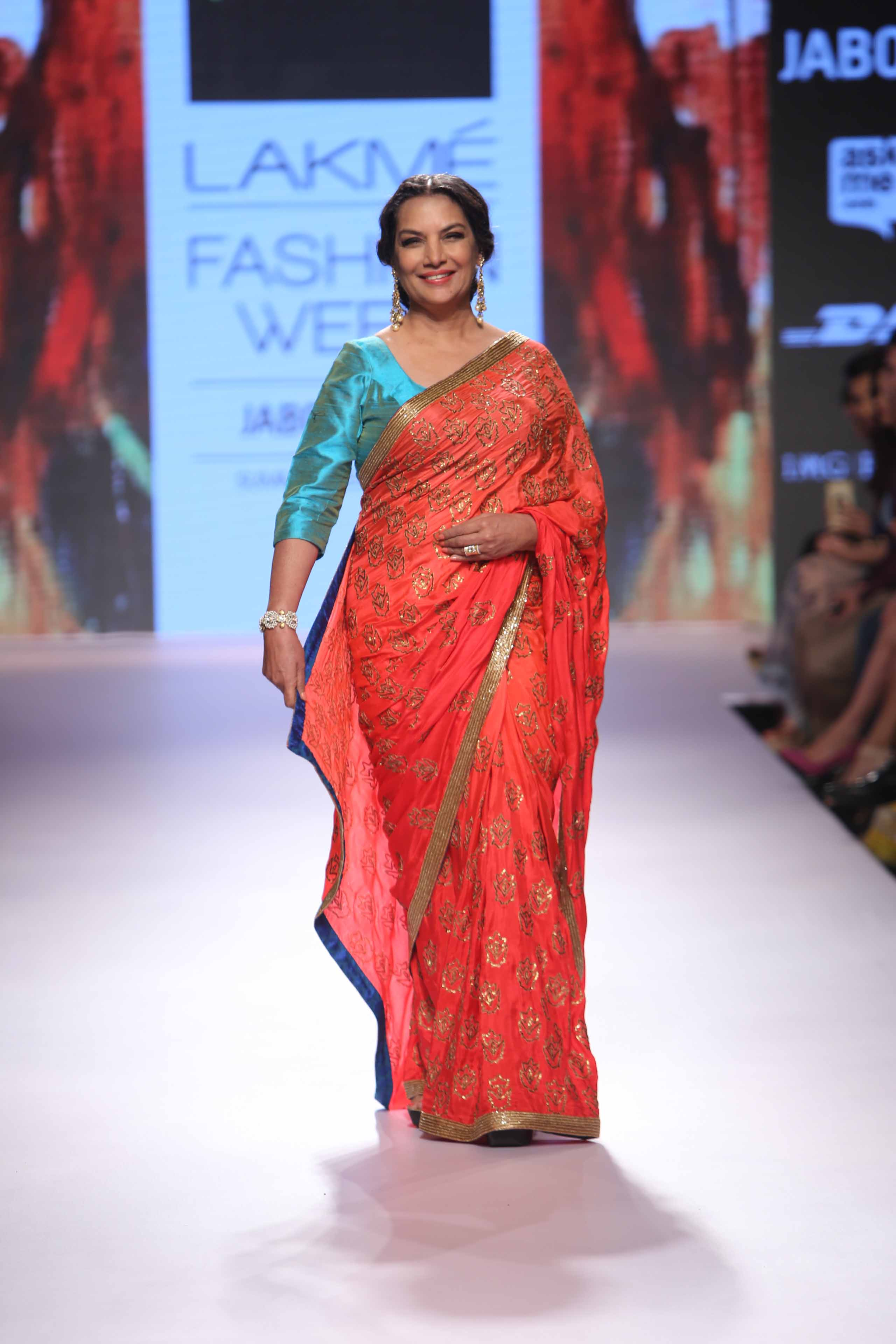 Show Stopper Shabana Azmi walks for designer Mandira Bedi at Lakme Fashion Meek SR 15 (1)