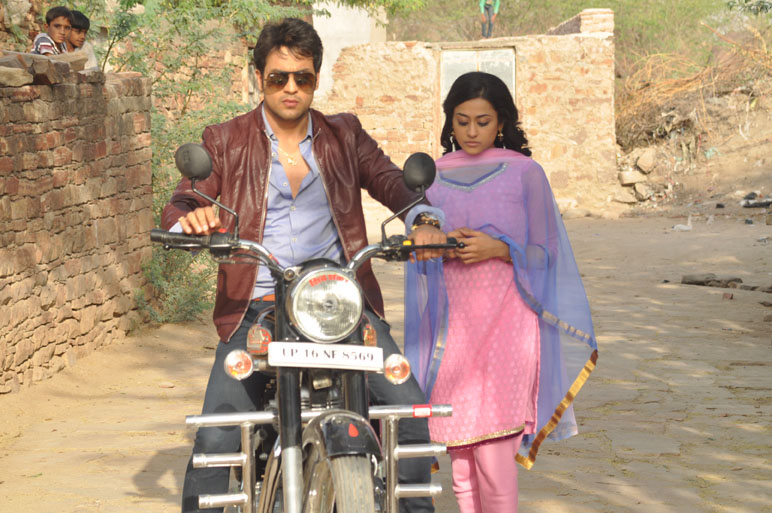 Gaurav-Bajaj-as-Sher-Singh-and-Kirtida-Mistry-as-Shraddha-in-Life-OKs-new-show-Piya-Rangrezz