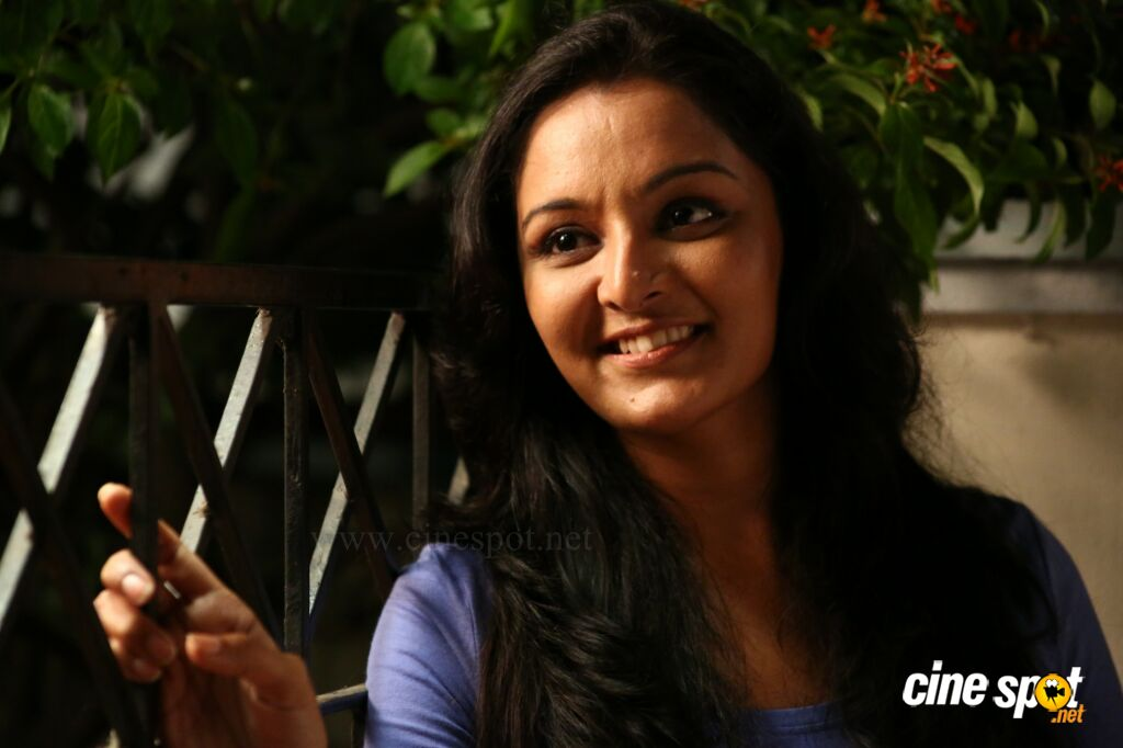 Manju warrier in Ennum Eppozhum _4_