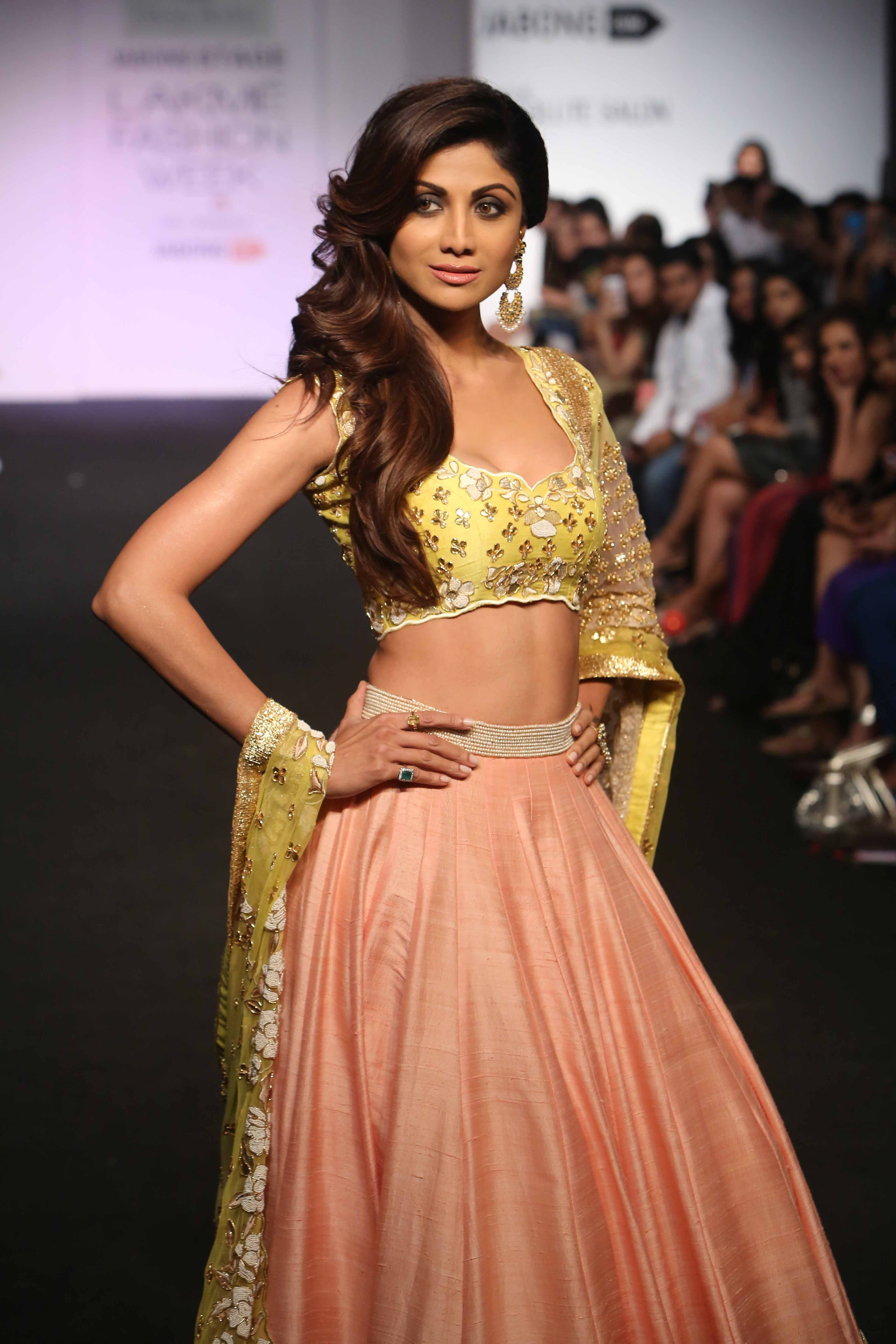 Actress Shilpa Shetty for Divya Reddy at LFW WF 15 (7)