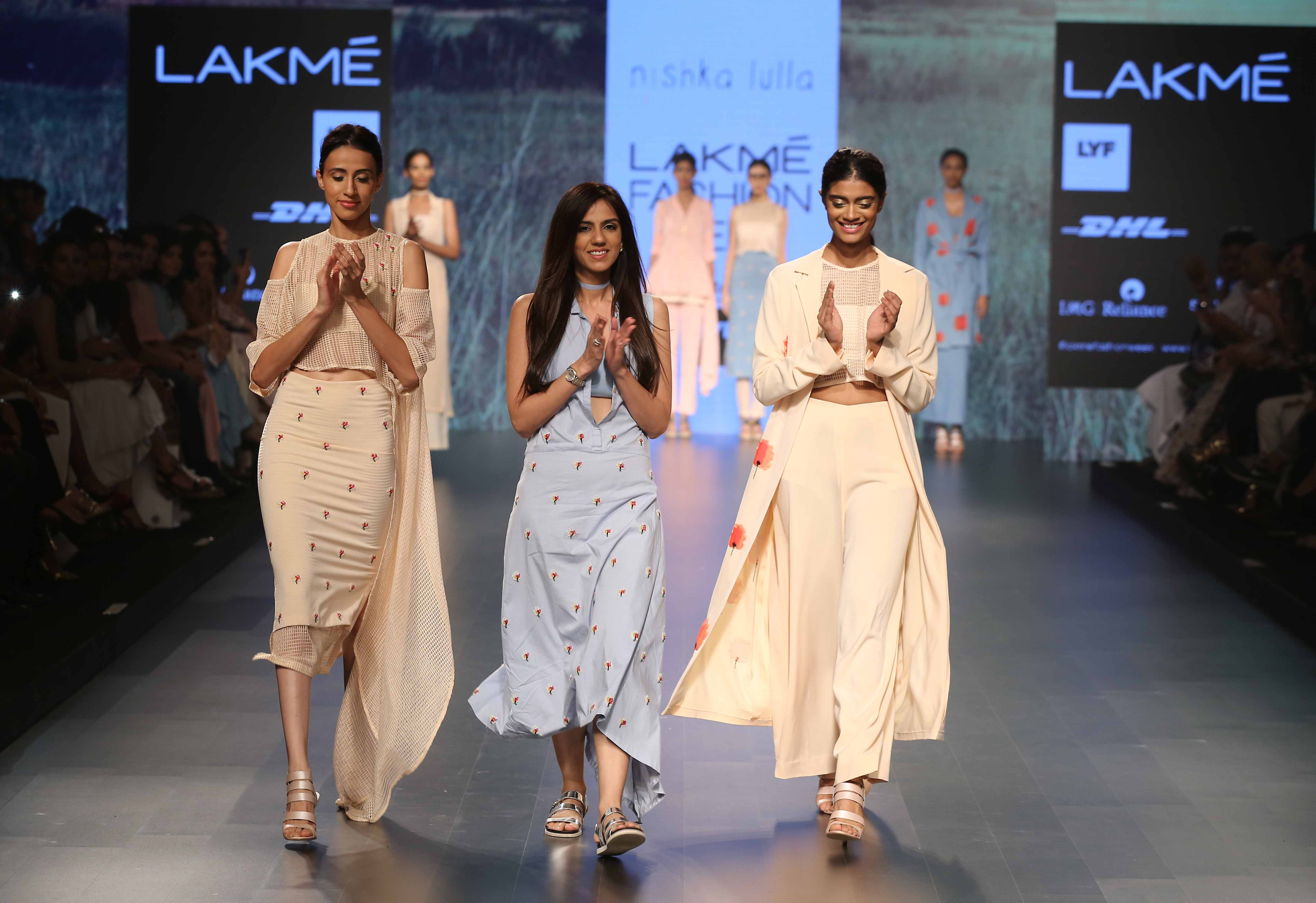 Nishka Lulla with models at LFW SR 2016