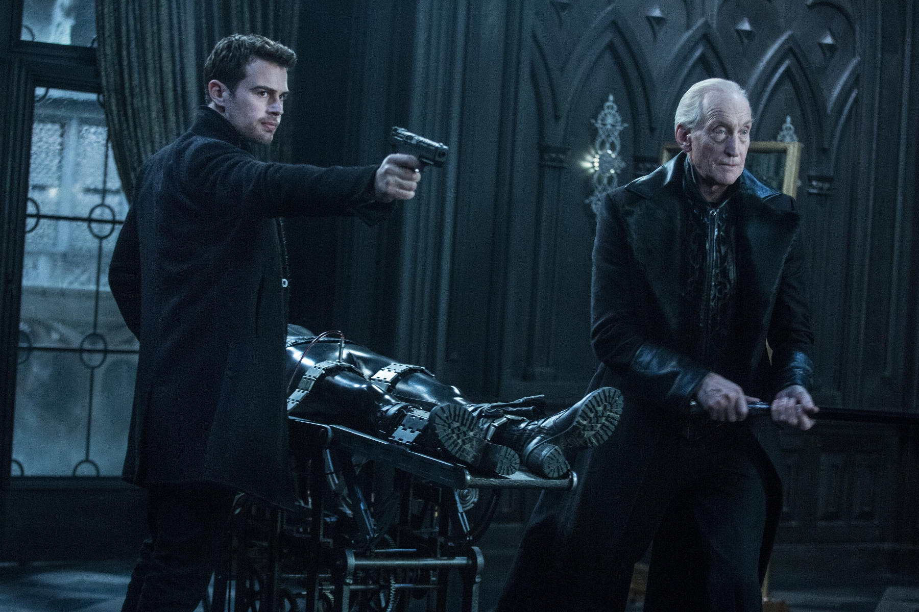 Theo James (left) and Charles Dance (right) in Screen Gems' UNDERWORLD: BLOOD WARS.