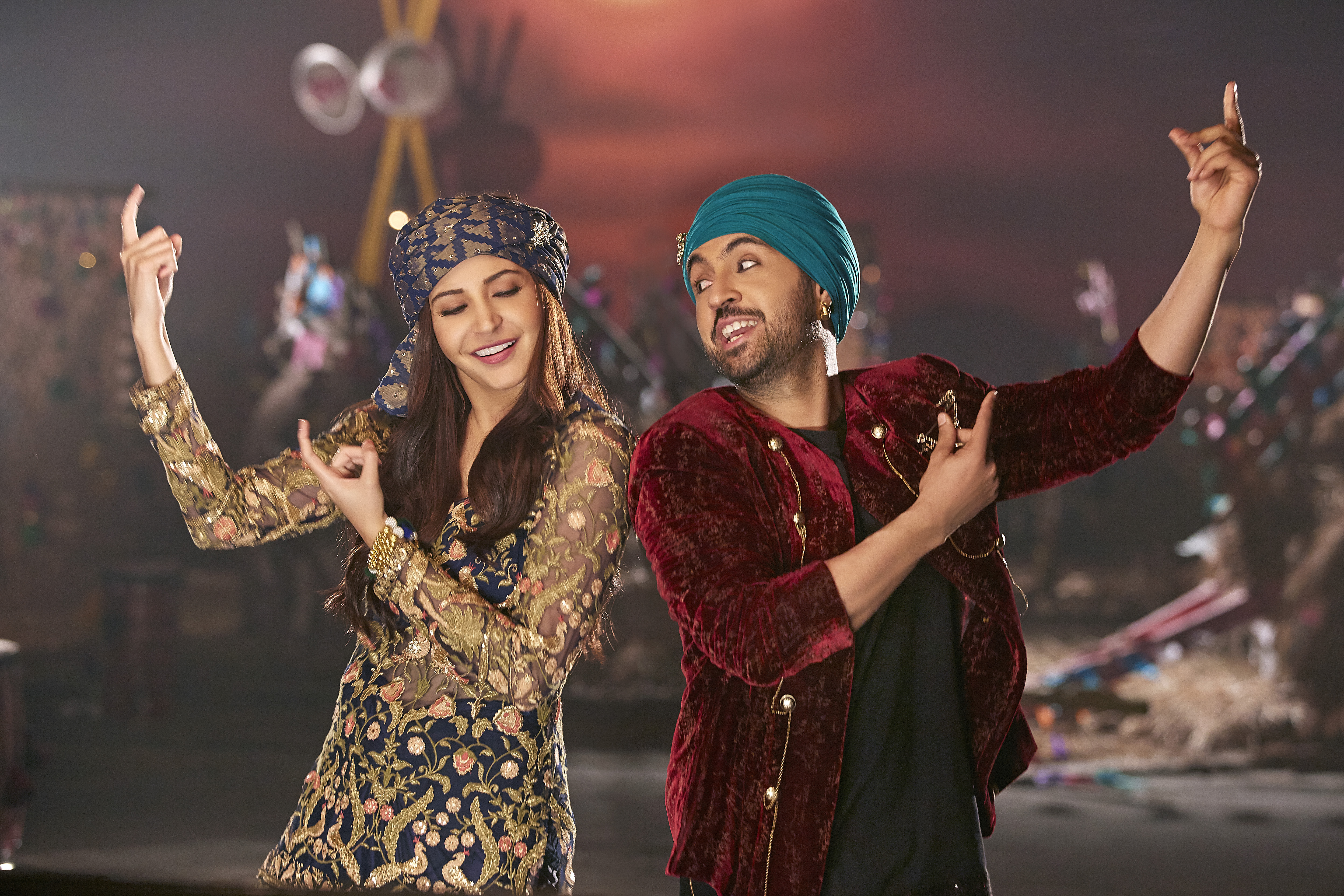 2-diljit-anushka-team-up-as-singer-rapper-duo-for-the-first-time-in-phillauri