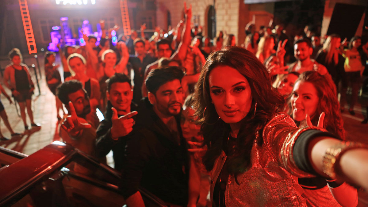 Evelyn Sharma To Party Nonstop With Dr Zeus | Urban Asian